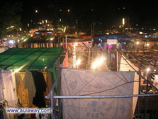Ночной рынок в Арпоре по субботам. Вид сверху.