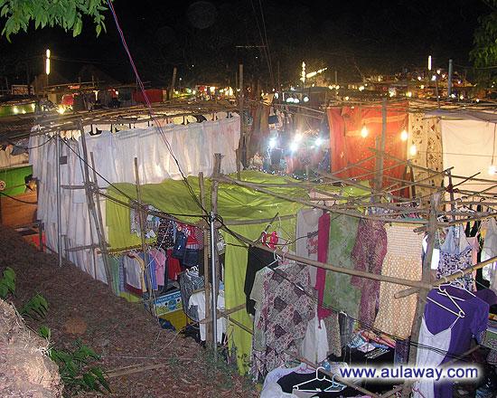 Ночной рынок в Арпоре по субботам. Еще одна фотография сверху.
