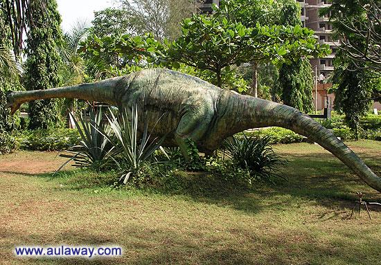 Еще один динозаврик в Научном центре Гоа