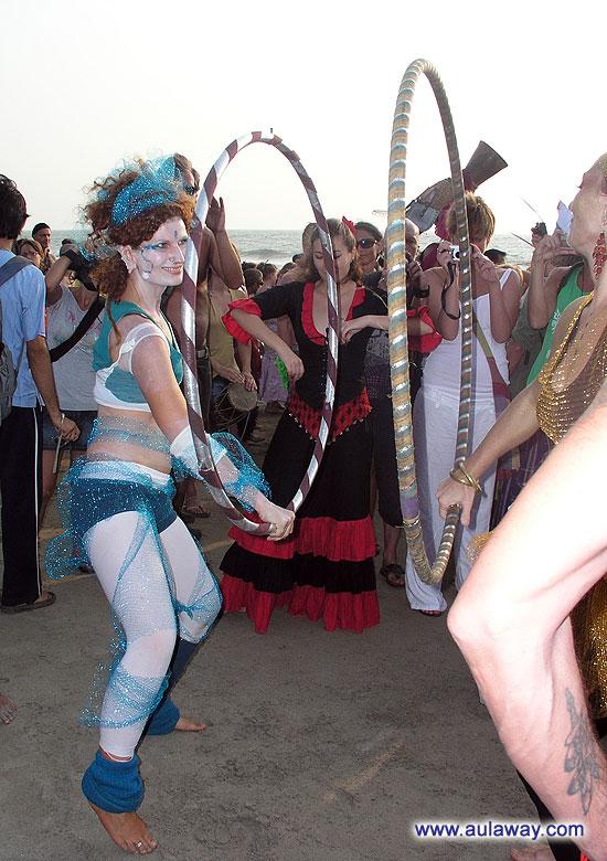 Гимнастки на карнавале.