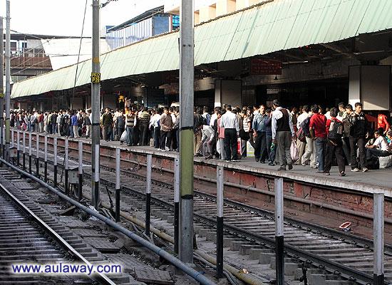 Железнодорожный вокзал в Дели.