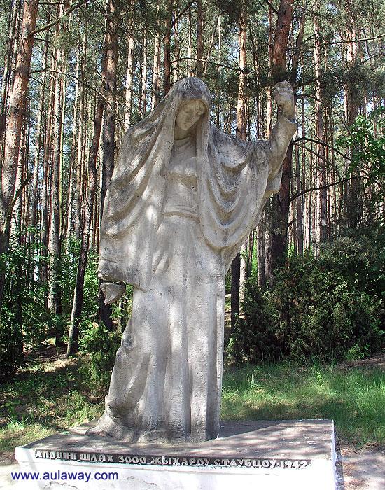 Еще один памятник в лесу.