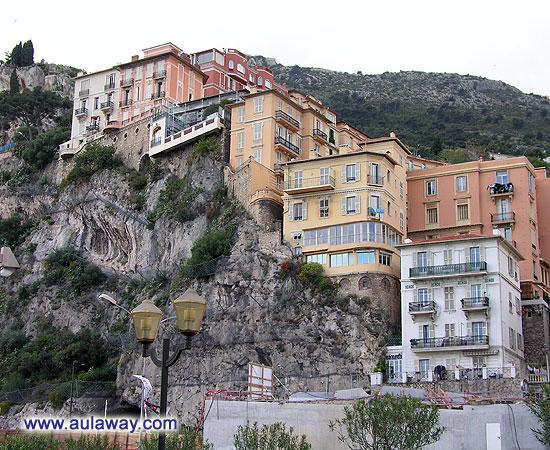 Княжеский дворец на вершине скалы