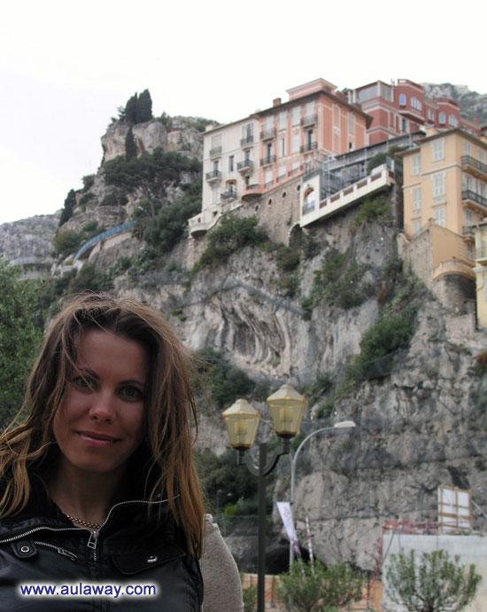 Это я на фоне сего именитого здания.