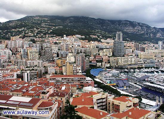 Вид на Монте-Карло со стен двореца Гримальди