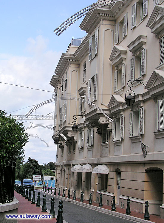Вдоль Дворца. Район Монако.