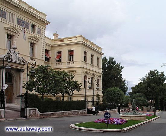 Еще одна фотография площади перед дворцом