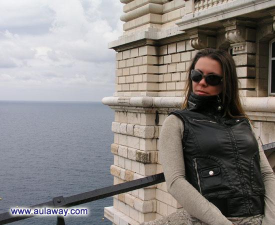У королевского дворца, наблюдаю за движением яхт