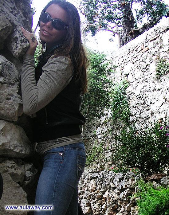 Обнимаю каменную стену :)