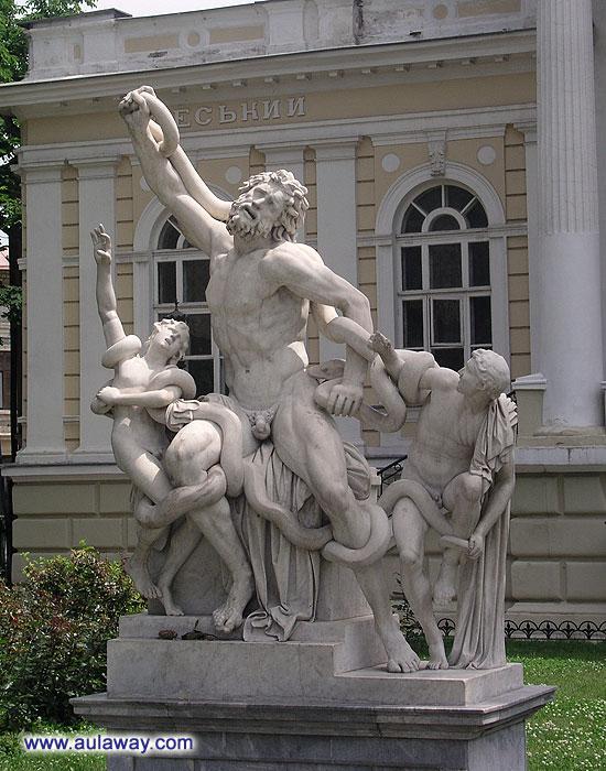 Прикольный памятник на улицах Одессы