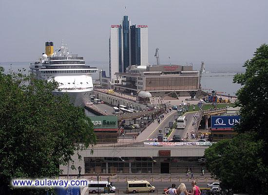 Вид на порт с Потемкинской лестницы