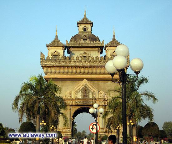 Триумфальная арка в районах нищеты.