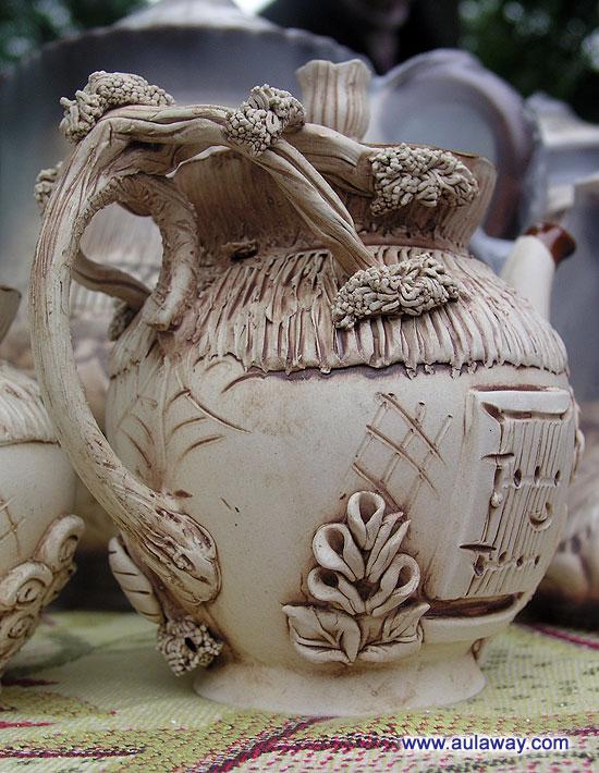 Творения белорусских мастеров. Глиняный кувшинчик. Очень красивый, купила себе такой.