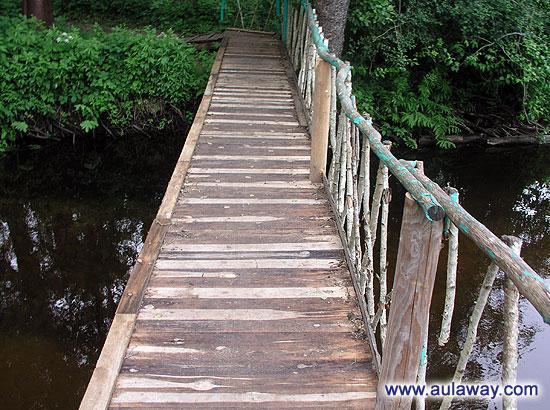 Мост через речушку.