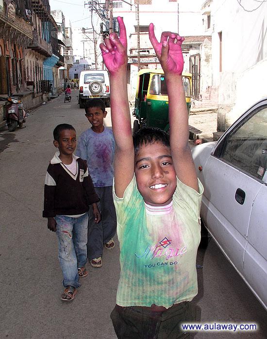 Дети в Индии. Они по своему счастливы.