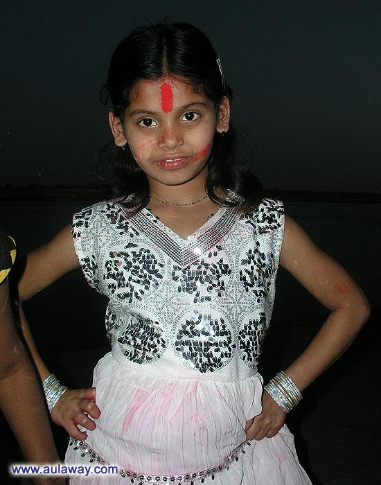 Индийская девочка. . Хочет быть маленькой принцессой.