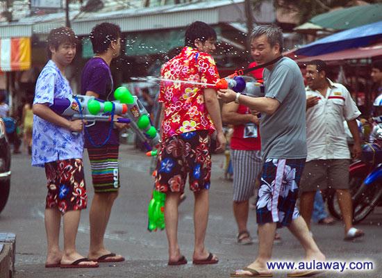 Новый год в Таиланде. Уличные празднества.