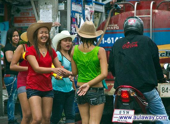 Новый год в Таиланде. Сонгкранг. Уличные празднества.