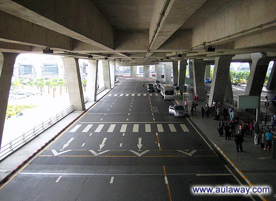 Каково жить в Таиланде. История приезда. Одна из первых фотографий - суварнабхуми аэропорт.