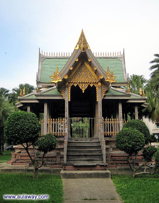 История жизни в Таиланде. Типичный буддийский храм.