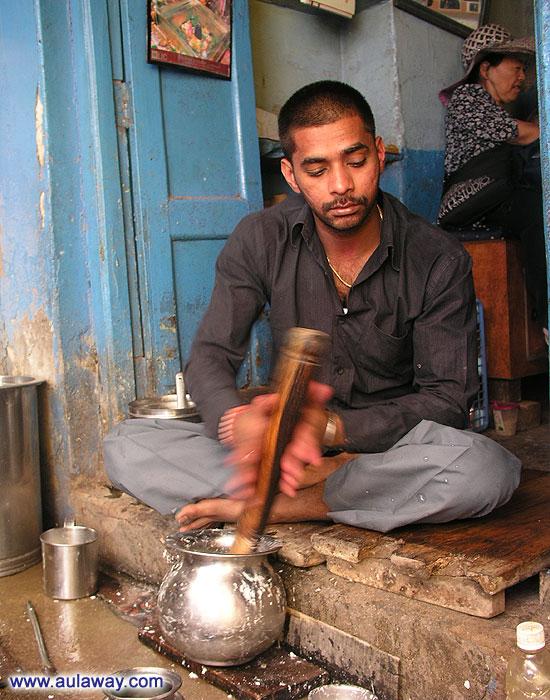 Как в Индии готовят йогурты.