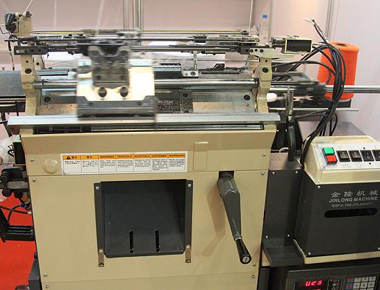 Апарат для вязания рабочих перчаток