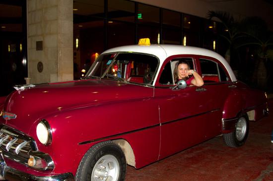 Прикупила автомобиль, устроилась на работу в такси.