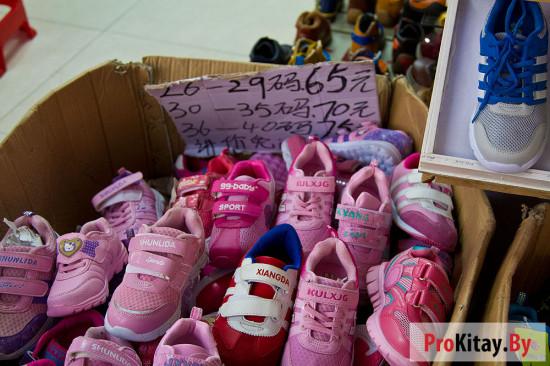 Сколько стоит обувь на стоковых рынках в Китае.